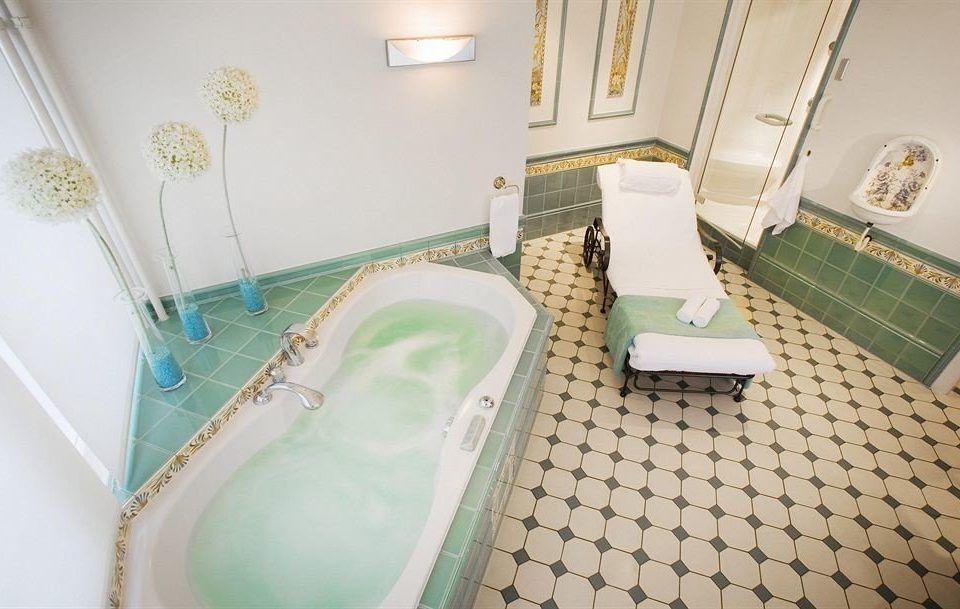 bathroom property swimming pool green flooring bathtub Suite tiled