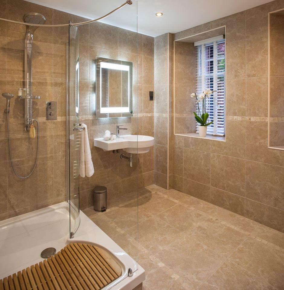 bathroom property plumbing fixture home flooring Suite toilet bathtub public toilet tiled