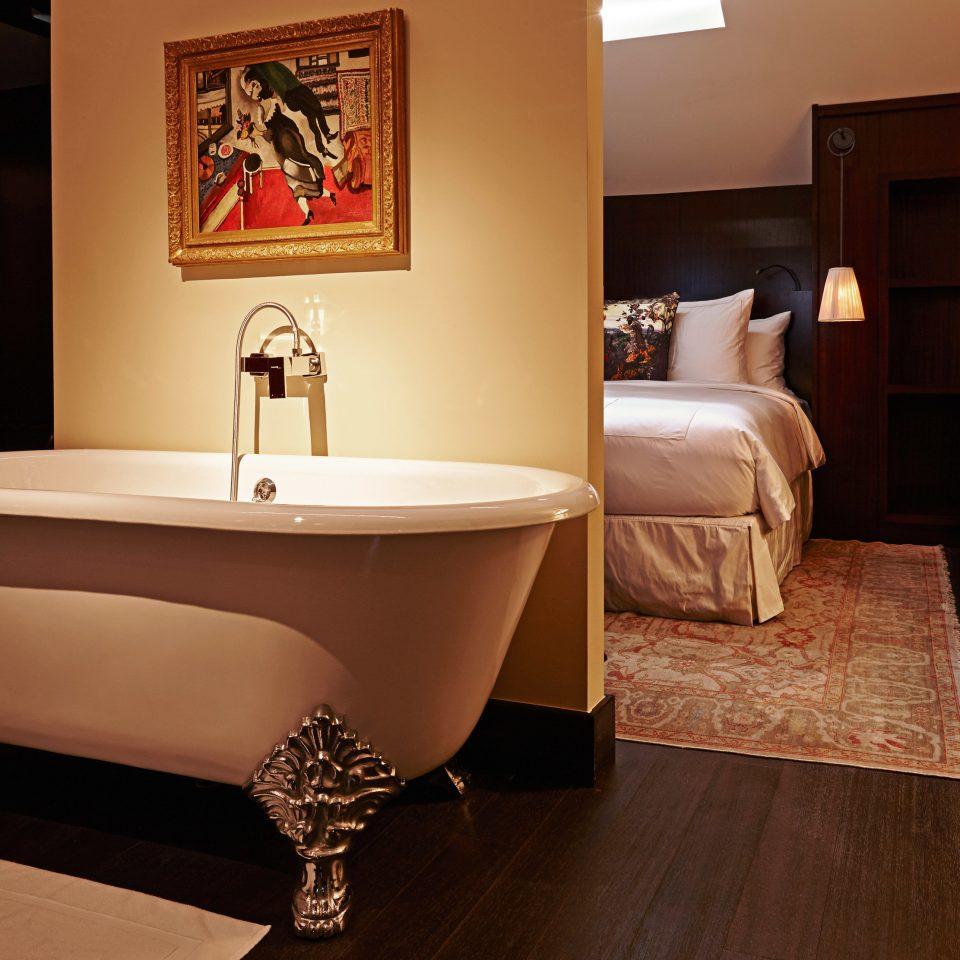 bathroom Suite house home flooring bathtub living room