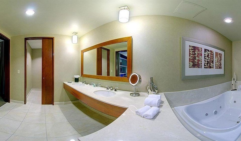 bathroom property mirror bathtub swimming pool sink home Suite jacuzzi