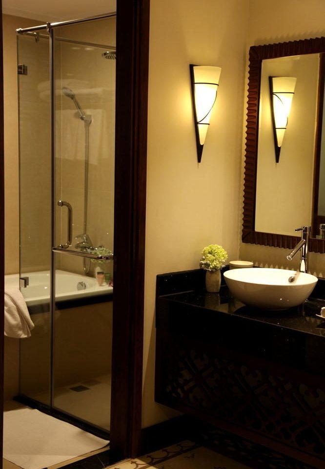 bathroom mirror sink property house home plumbing fixture Suite lighting bathtub
