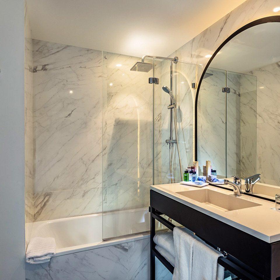 bathroom plumbing fixture home bathtub Suite sink