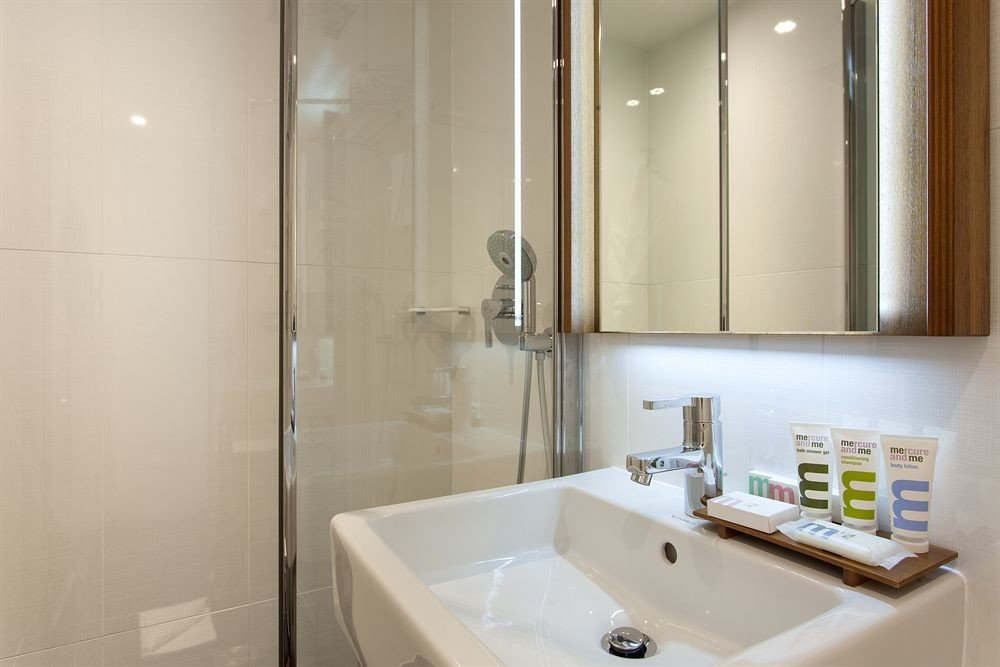 bathroom sink property toilet white home plumbing fixture Suite bathtub
