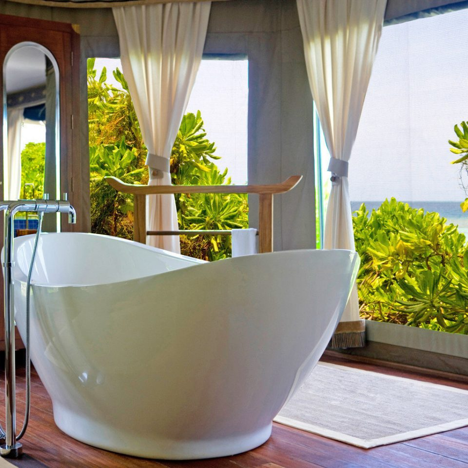 property bathtub bathroom Suite home plumbing fixture swimming pool