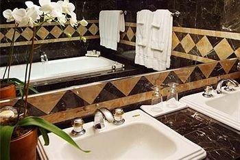 swimming pool jacuzzi bathroom sink bathtub Suite plumbing fixture