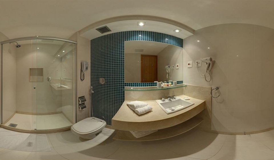 bathroom sink property mirror toilet bathtub swimming pool Suite plumbing fixture jacuzzi tile tiled