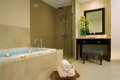 bathroom property Suite sink bathtub swimming pool jacuzzi tile tan tiled