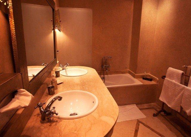 bathroom toilet sink swimming pool Suite jacuzzi tub bathtub