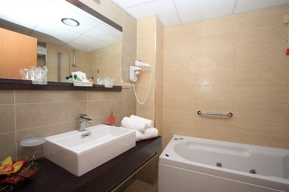 bathroom sink mirror property vessel Suite bathtub
