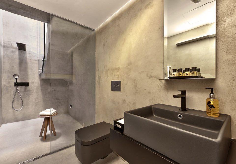 mirror bathroom property sink Suite plumbing fixture bathtub