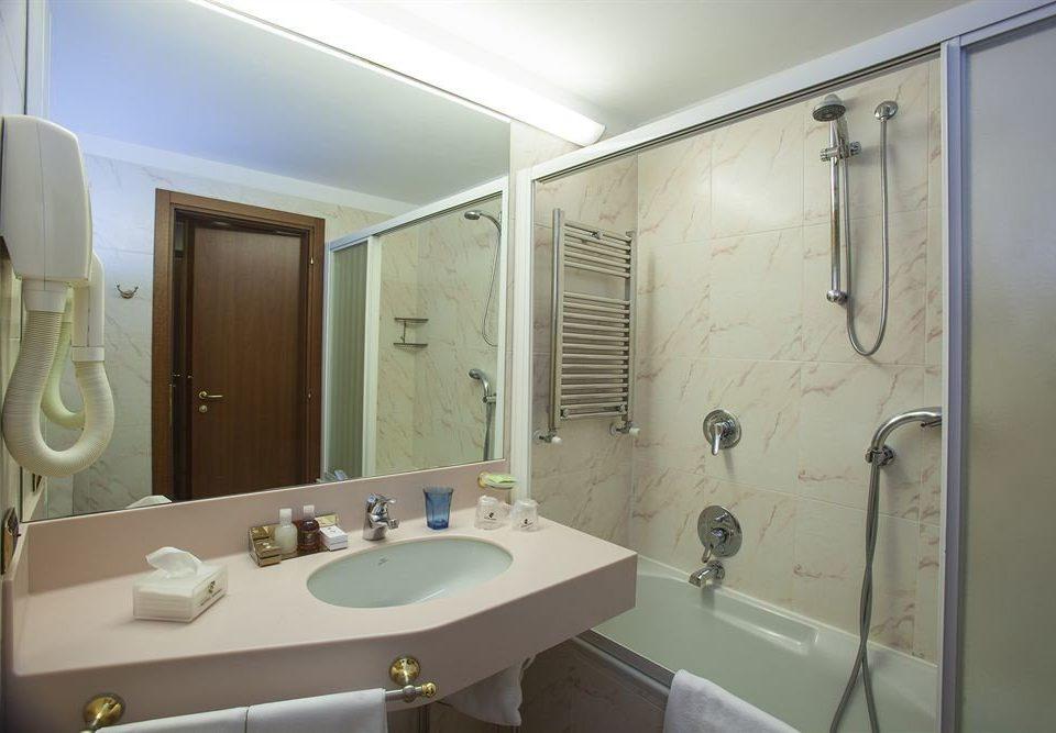 bathroom mirror sink property white Suite plumbing fixture bathtub toilet rack