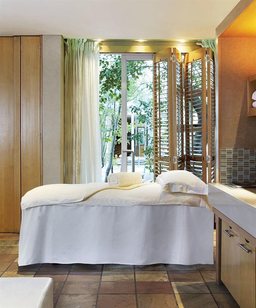 property swimming pool bathtub bathroom Suite plumbing fixture