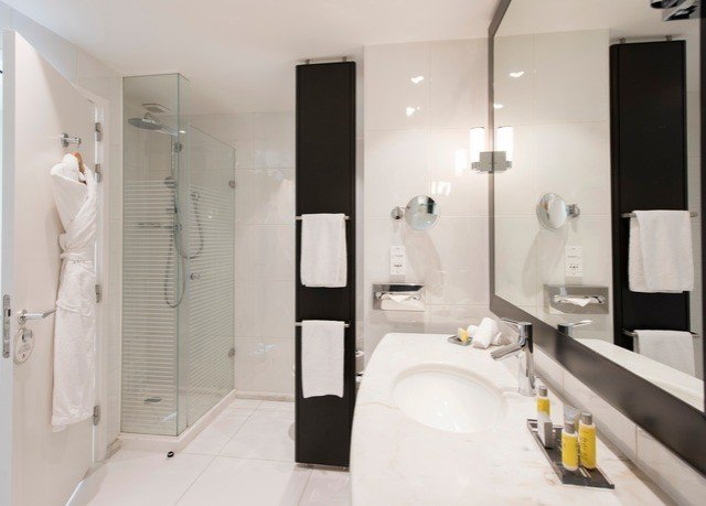 bathroom toilet property white plumbing fixture sink bathtub Suite