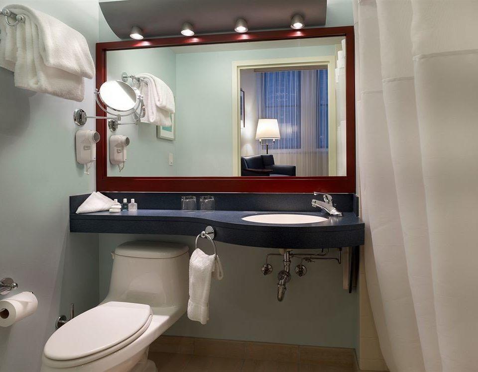 bathroom toilet sink property mirror home white Suite plumbing fixture bidet towel clean rack