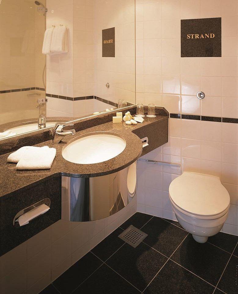 bathroom toilet property sink flooring Suite plumbing fixture bidet countertop tiled