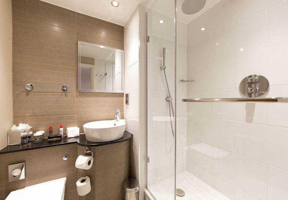 bathroom property toilet sink home plumbing fixture Suite bidet public toilet tile