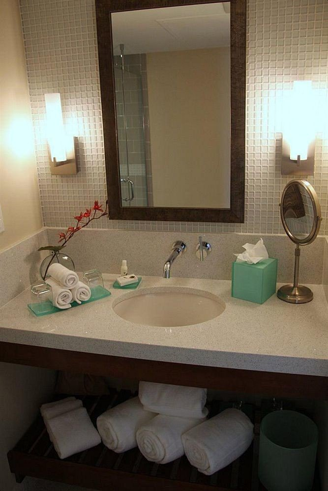 bathroom sink mirror property Suite home plumbing fixture towel bidet swimming pool