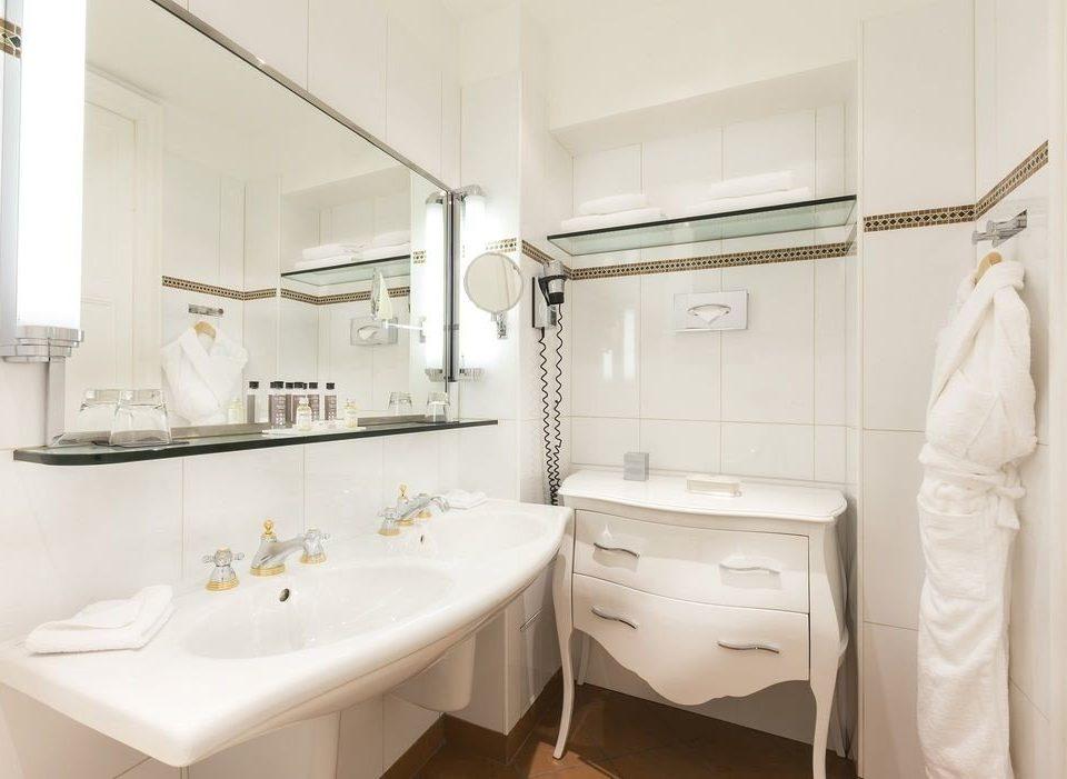 bathroom sink property toilet Suite plumbing fixture bidet