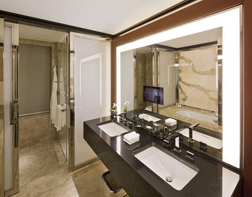 bathroom mirror property sink Suite home cabinetry cottage condominium