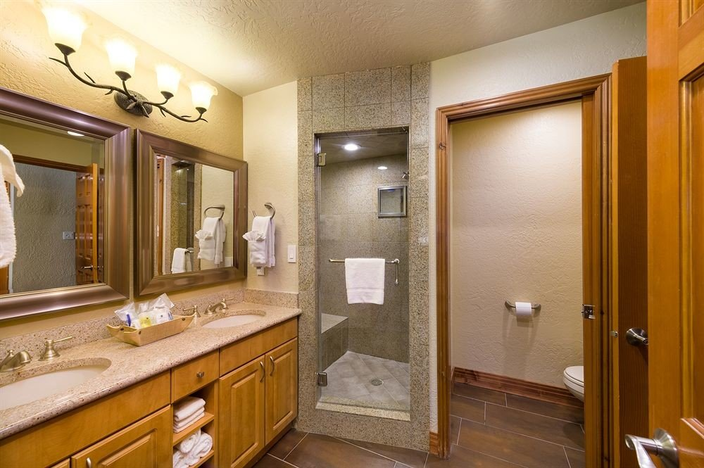 bathroom mirror sink property home Suite cabinetry vanity cottage condominium