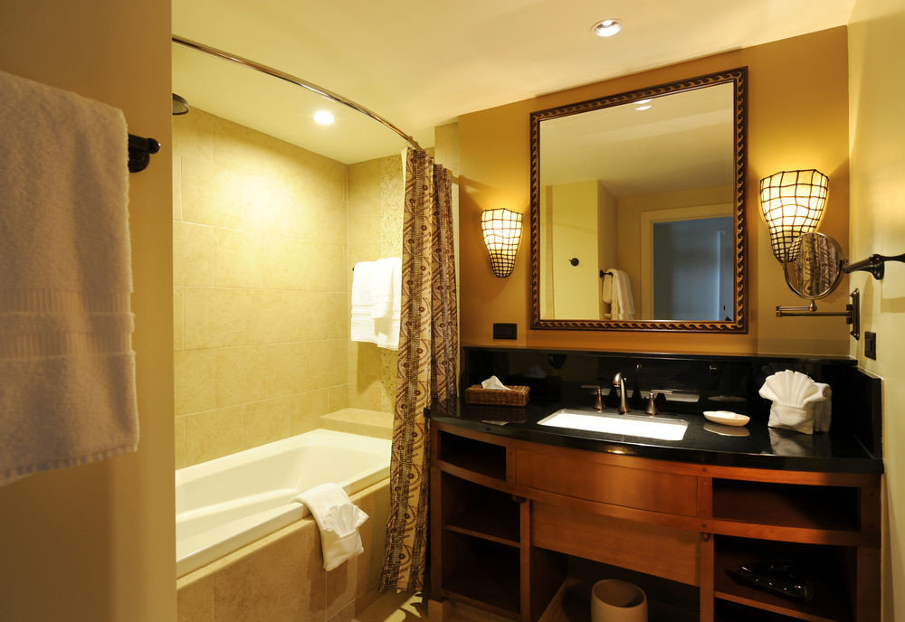 bathroom property mirror home Suite sink cottage cabinetry