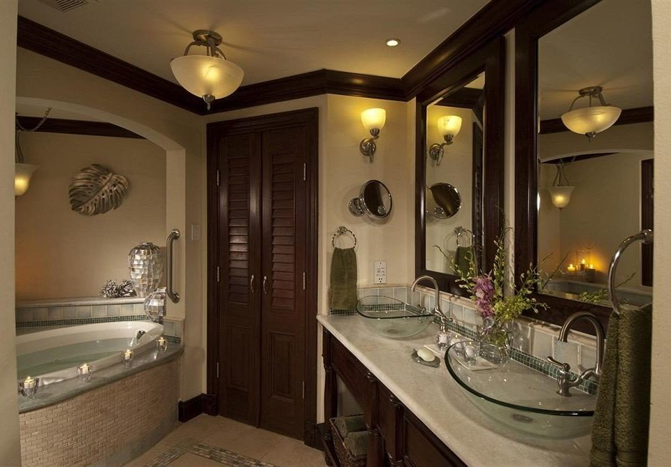 bathroom property mirror sink home lighting Suite mansion cabinetry long