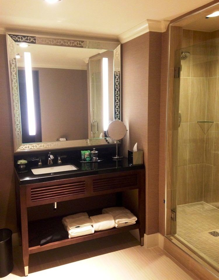 property cabinetry Suite bathroom