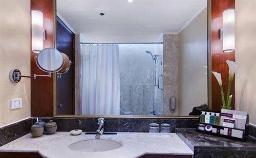 bathroom sink mirror property Suite home double condominium clean