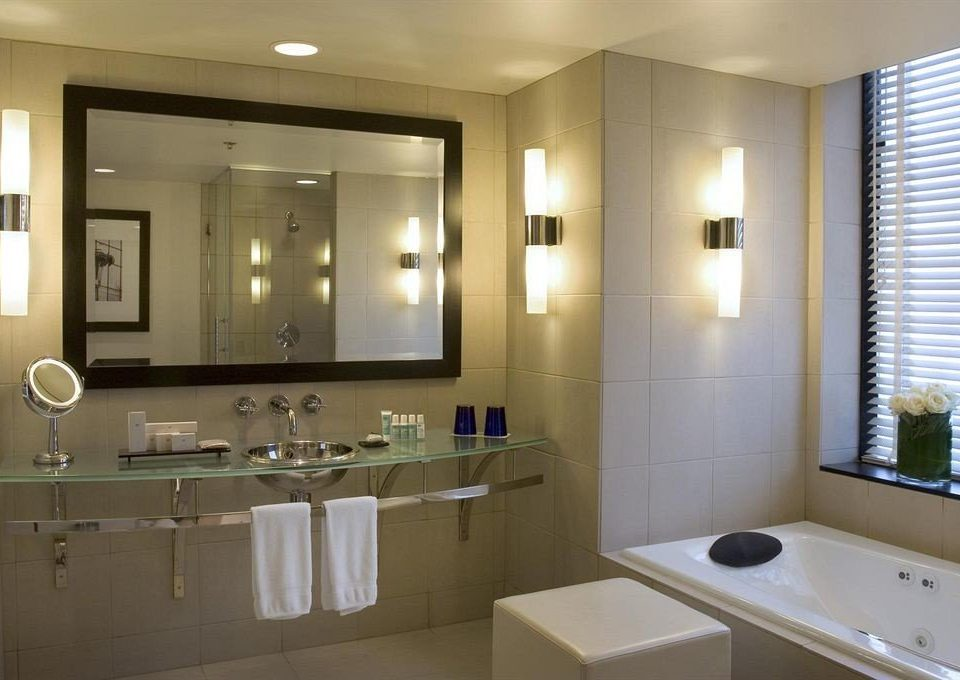 bathroom mirror sink property home Suite condominium clean