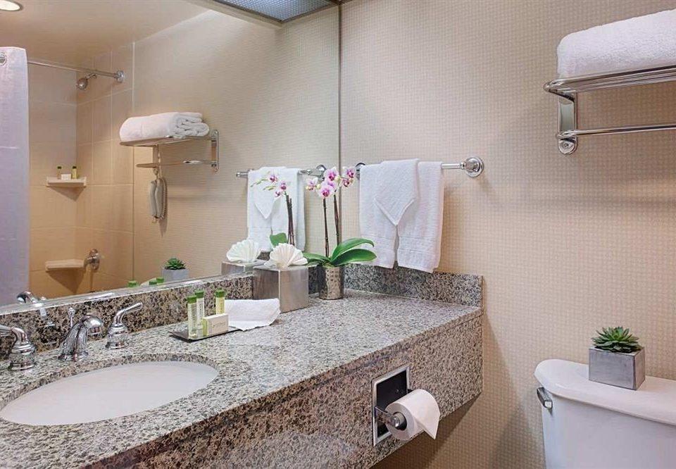 bathroom mirror sink property towel vanity home Suite cottage rack clean