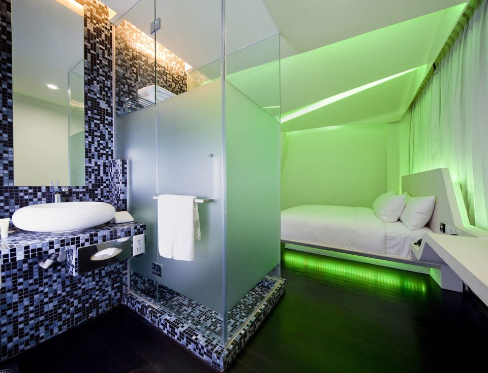 green property house bathroom lighting daylighting Suite swimming pool condominium painted colored