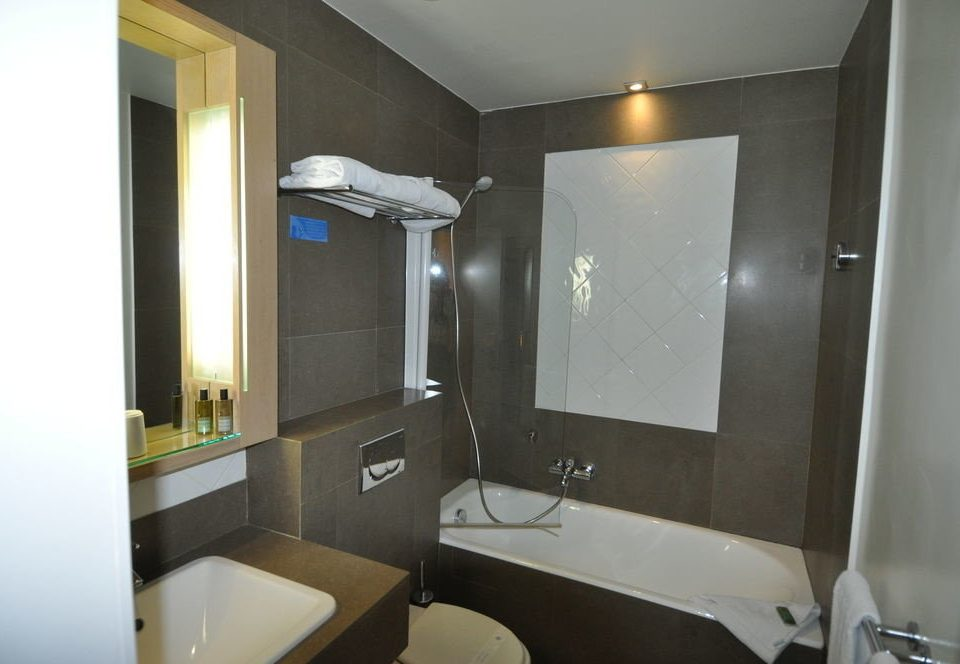 bathroom property sink Suite home condominium toilet cottage