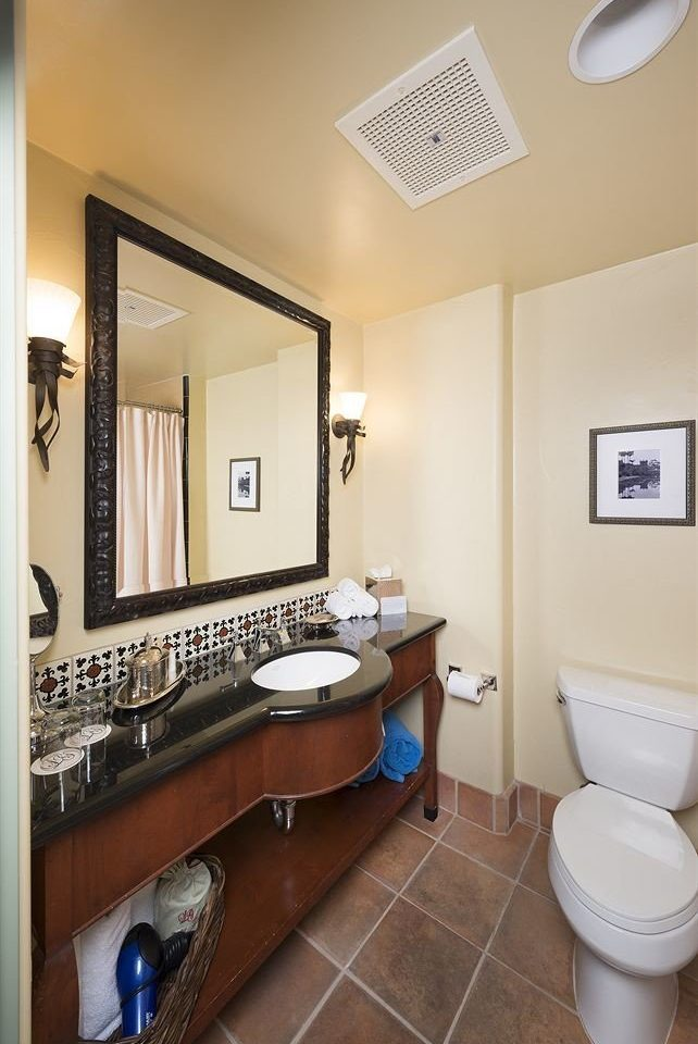 bathroom property sink home Suite cottage condominium tiled