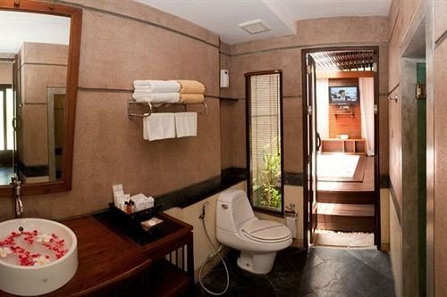 bathroom property sink Suite cottage home vehicle condominium