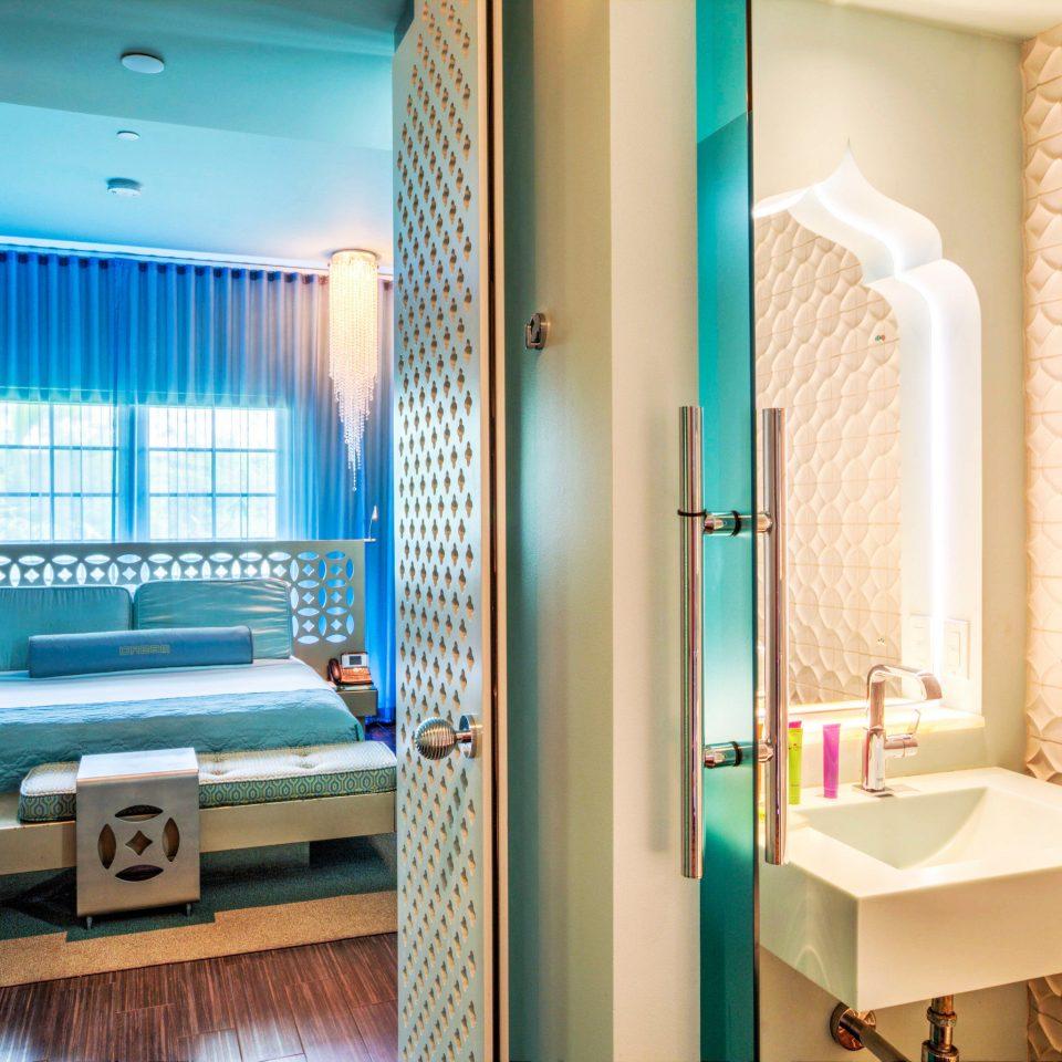 bathroom property Suite condominium cottage tub tiled