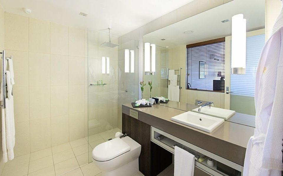bathroom property sink mirror toilet Suite condominium cottage long
