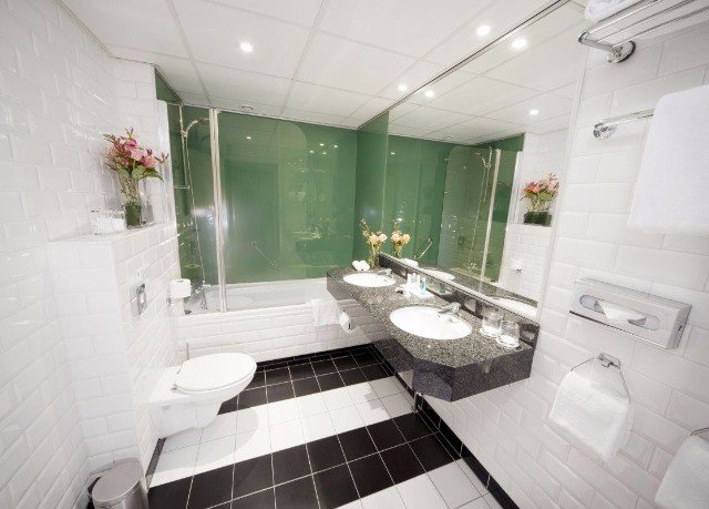 bathroom property toilet green home condominium sink Suite tile tiled tub