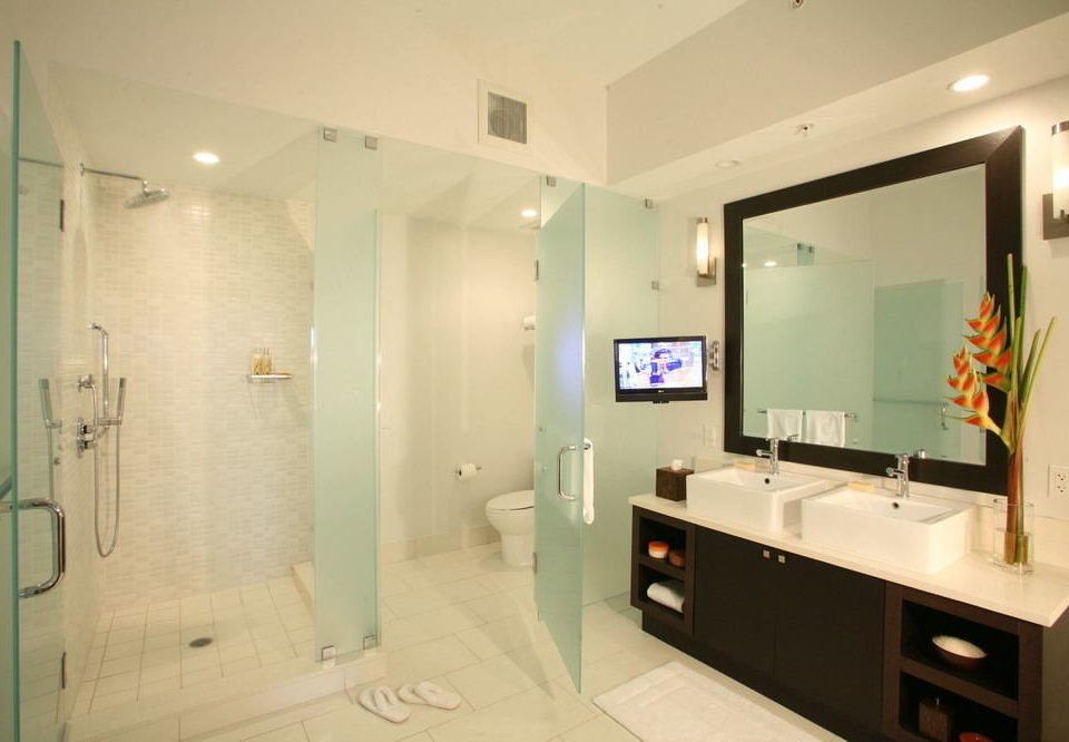 bathroom property Suite home plumbing fixture condominium