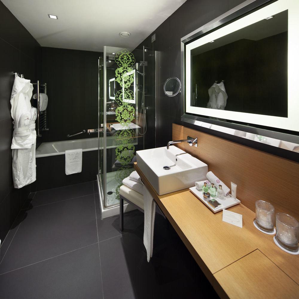 property home condominium living room Suite bathroom