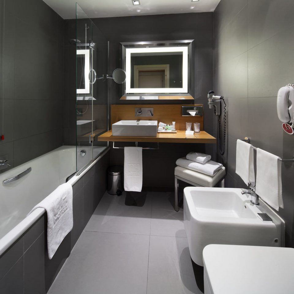 bathroom property toilet home condominium sink living room Suite