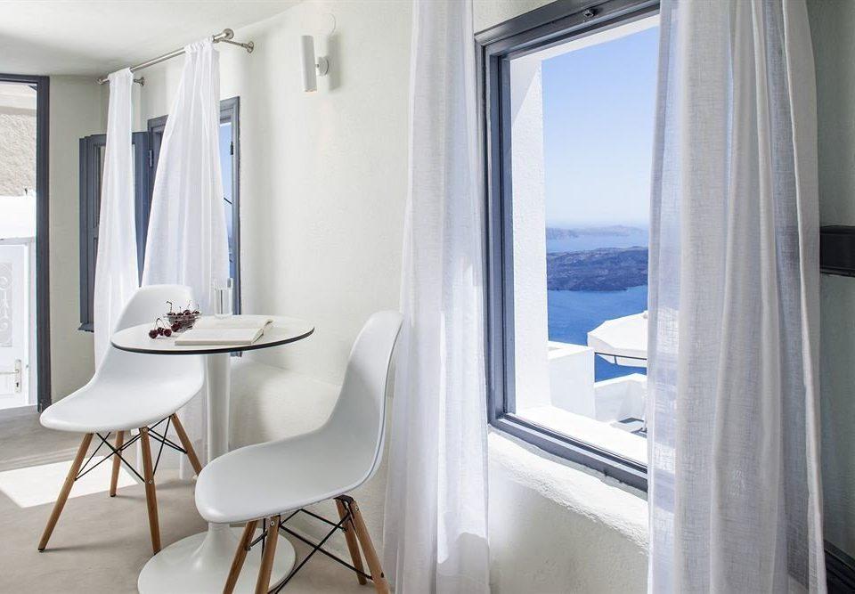 bathroom property home white Suite condominium tub