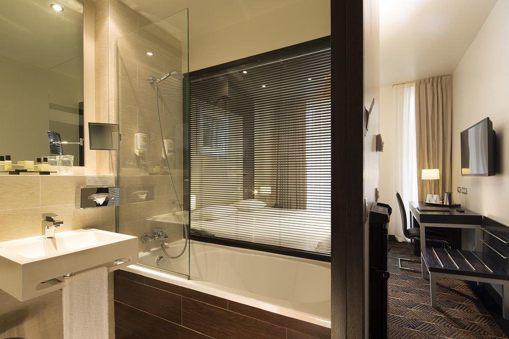 property bathroom Suite lighting condominium