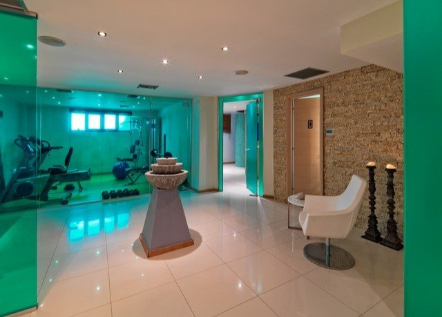 property swimming pool bathroom condominium Suite