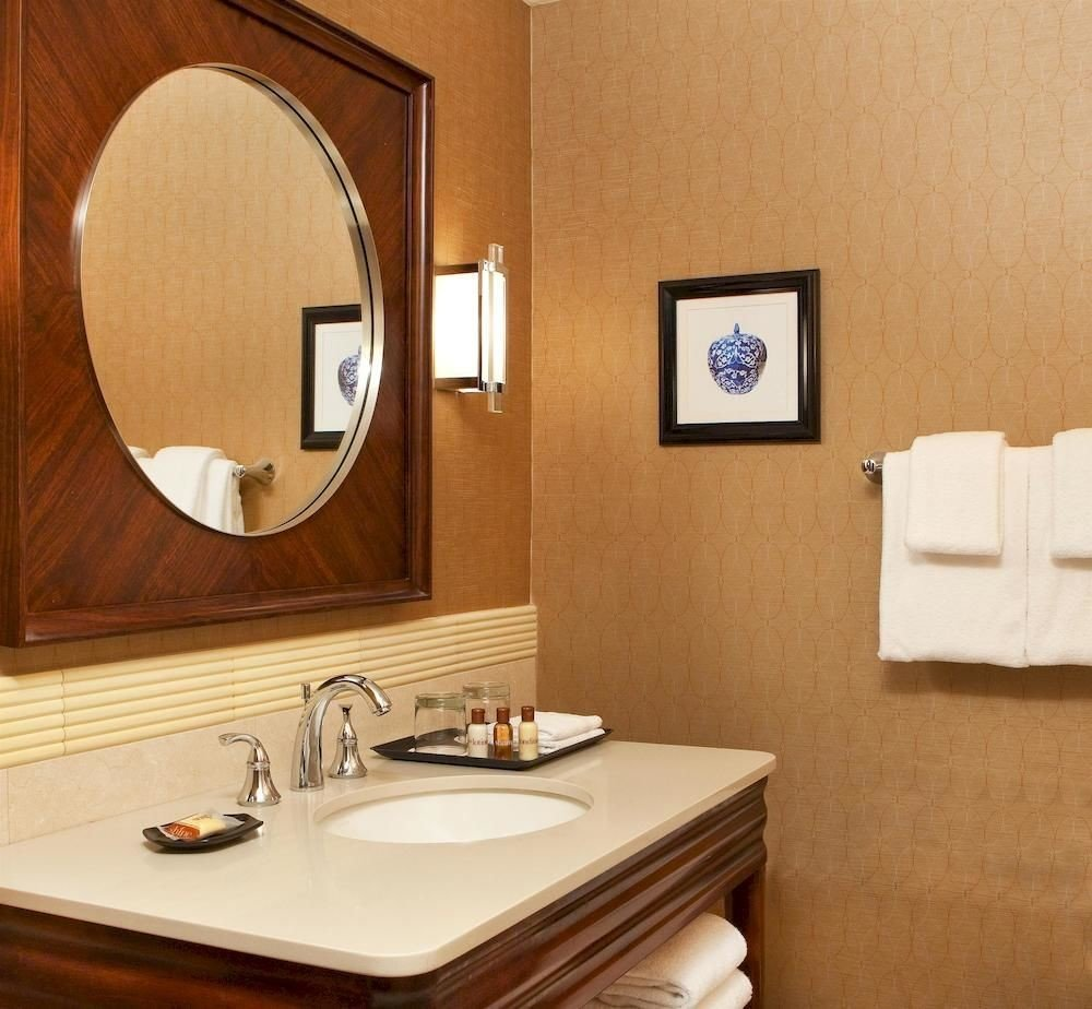 bathroom sink mirror property Suite home cottage counter toilet