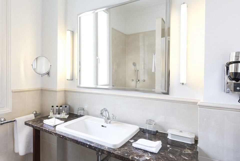 bathroom sink mirror property home cottage counter toilet Suite