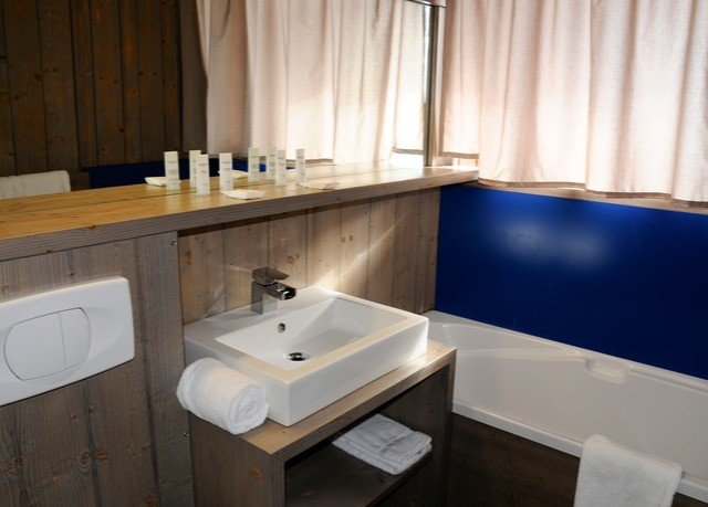 bathroom property sink curtain swimming pool countertop home cottage Suite plumbing fixture tub