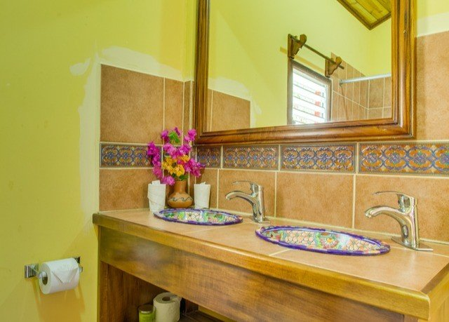 property bathroom home cottage countertop Suite
