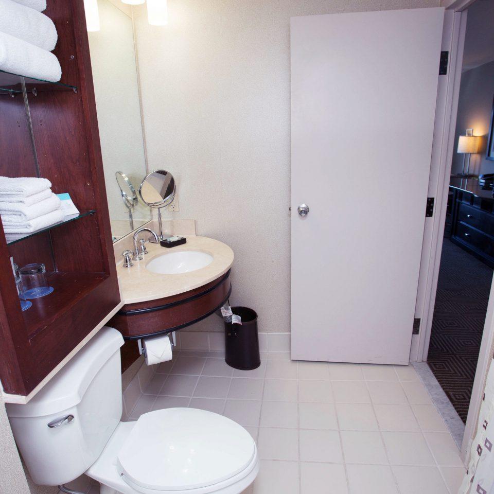 bathroom toilet property home door cottage Suite plumbing fixture tiled