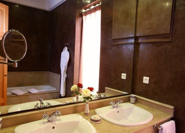 bathroom sink mirror property toilet swimming pool Suite cottage jacuzzi double towel