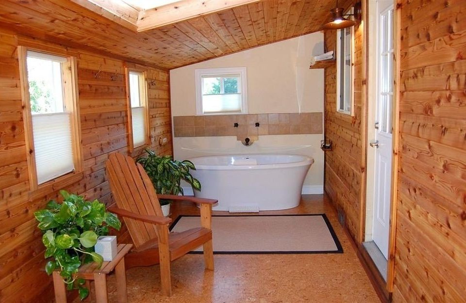 property cottage home farmhouse hardwood bathroom Suite swimming pool